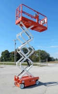 Where to rent SCISSORLIFT, 26 x32  SNORKEL in Oak Grove MO